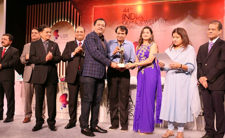 Mr Dinesh Lakhani, Director - Kiran Gems, receiving award for Highest Turnover Cut & Polished Diamonds
