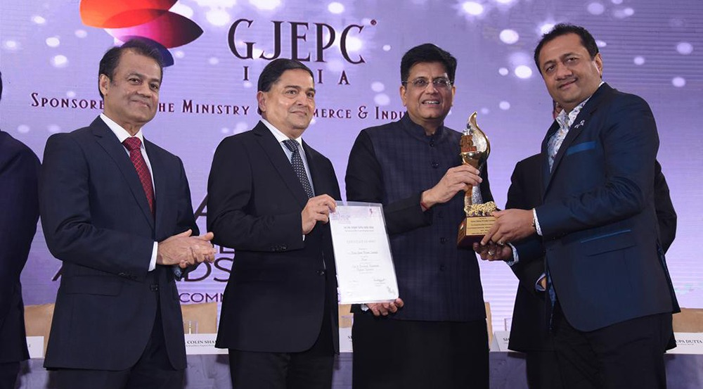 Director Dinesh Lakhani Received the Award for Highest Turnover Cut Polished Diamonds FIRST