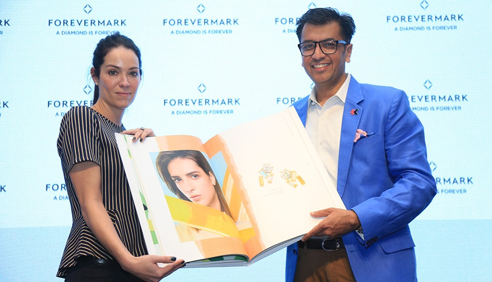 Federica Imperiali Head of New Product Development at Forevermark and Mr. Sachin Jain President Forevermark India at the launch of Forevermarks Spring Summer Trends 2