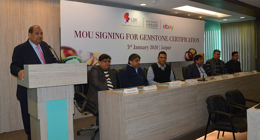 Mr. Pramod Agrawal Chairman GJEPC addressing the audience at the MoU signing ceremony