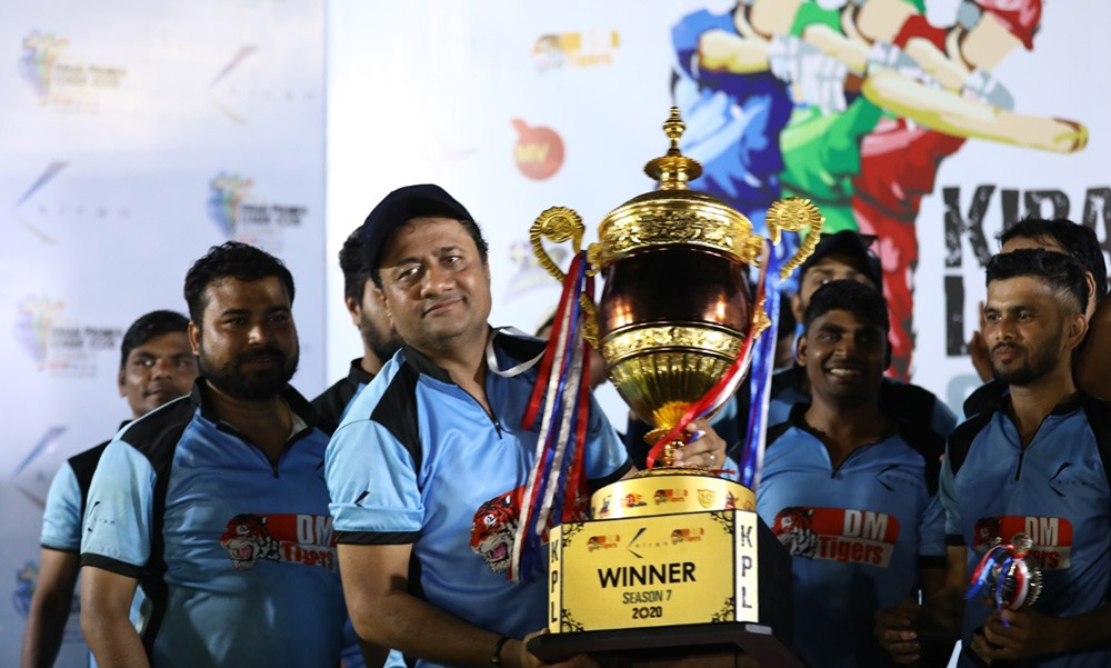 Captain Dinesh Lakhani of DM Tigers with his Trophy