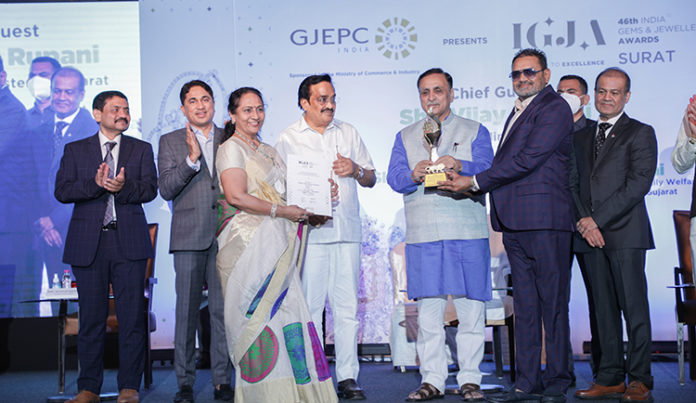 Smt Laxmiben and Shri Vallabhbhai Patel Chairman Kiran Gems receiving the award for Highest Exporter Cut Polished Diamonds First for the 12th Consecutive Year